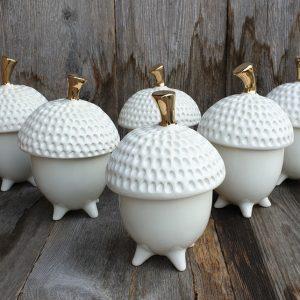Rankų darbo keramikos dirbiniai. Cukrinė baltas giliukas